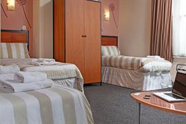 deincourt-hotel-bedrooms-26-83932