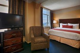 62076_006_Guestroom