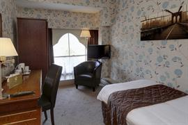 duke-of-cornwall-hotel-bedrooms-23-83315