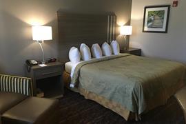 37094_006_Guestroom