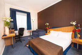 81037_006_Guestroom
