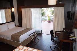 70102_001_Guestroom