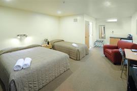 85451_005_Guestroom