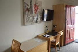 90912_006_Guestroom