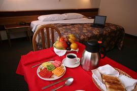 70092_002_Guestroom