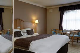 everglades-park-hotel-bedrooms-14-83898