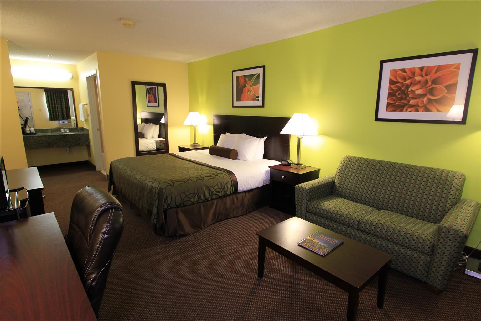 44429 000 Exterior 001 002 003 Restaurant 004 Lobby 005 Guestroom 006