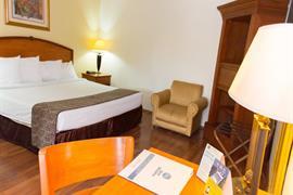 70182_007_Guestroom