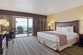 10277_004_Guestroom