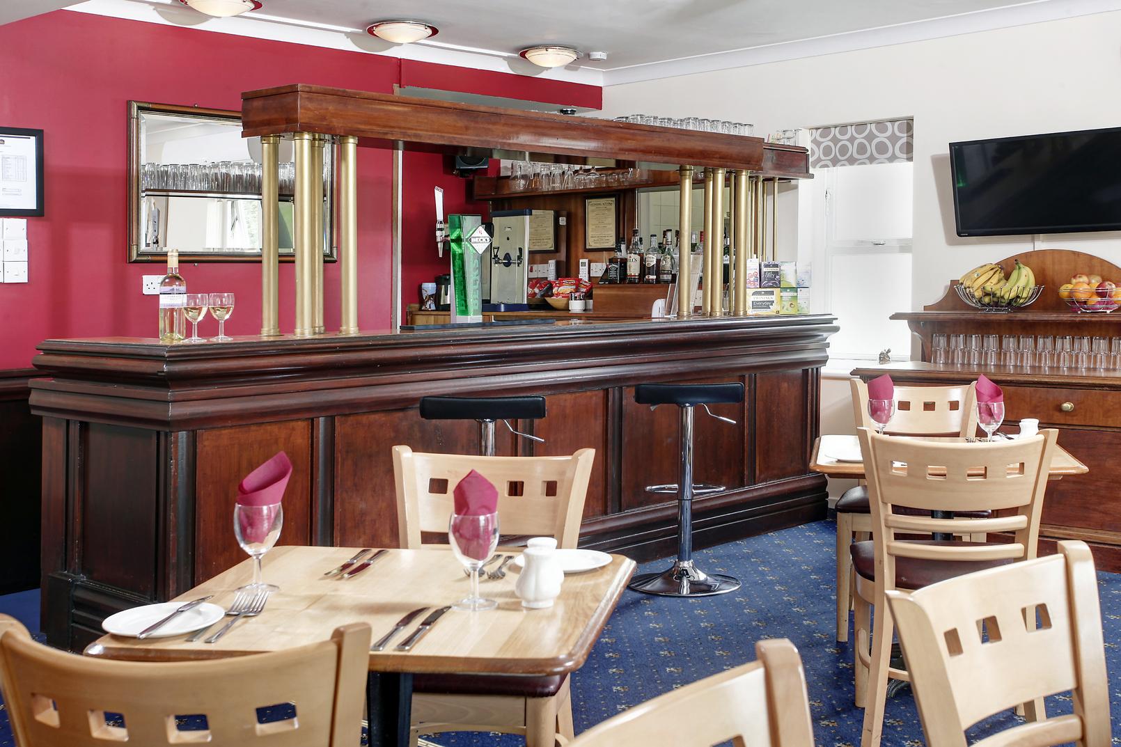 Garden court hotel dining 07 83991
