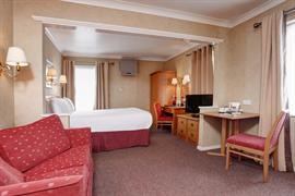 garden-court-hotel-bedrooms-18-83991