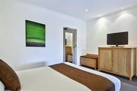 90466_006_Guestroom