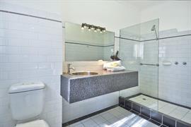 90466_007_Guestroom
