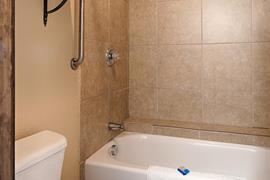 44442_004_Guestroom