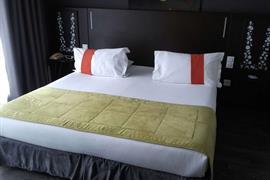 93649_002_Guestroom