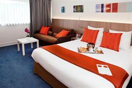 93733_001_Guestroom