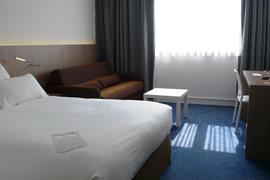 93733_002_Guestroom