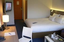 93733_005_Guestroom