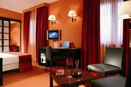 98254_004_Guestroom