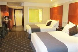 90740_007_Guestroom
