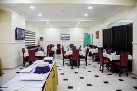 75411_004_Restaurant