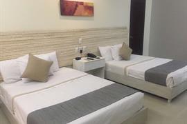 70177_006_Guestroom