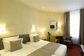 93037_002_Guestroom