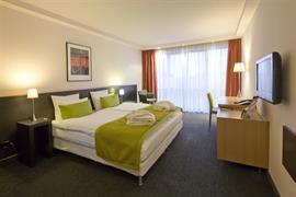 93037_005_Guestroom