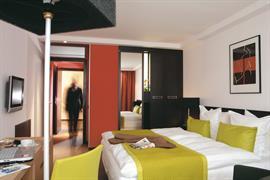93037_006_Guestroom