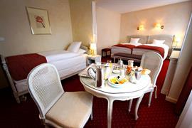 93037_007_Guestroom