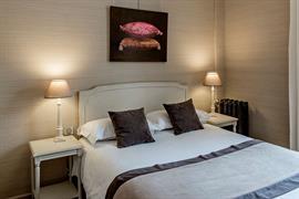 93013_001_Guestroom