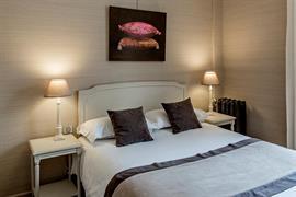 93013_002_Guestroom