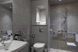 93013_005_Guestroom