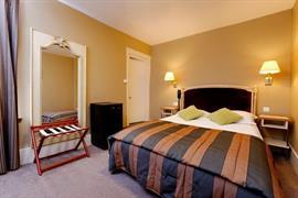 93215_004_Guestroom
