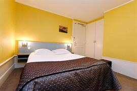 93215_006_Guestroom