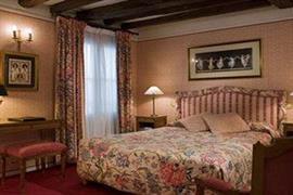 93528_005_Guestroom