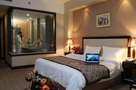 78641_004_Guestroom