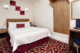 greater-london-hotel-bedrooms-13-83970