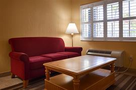 10206_006_Guestroom