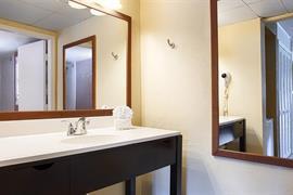 10206_007_Guestroom
