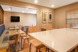 38145_006_Restaurant