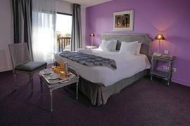 93462_006_Guestroom