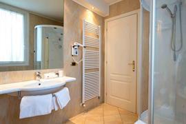98271_002_Guestroom