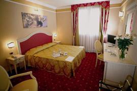 98271_005_Guestroom