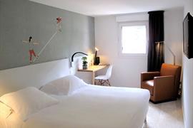 93701_002_Guestroom