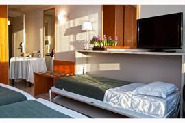 92112_005_Guestroom
