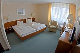 95275_006_Guestroom