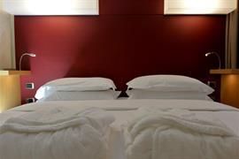 98359_005_Guestroom