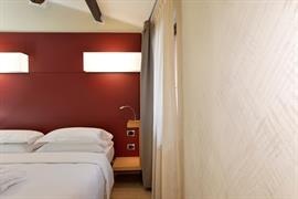 98359_006_Guestroom