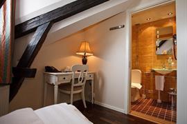88187_005_Guestroom